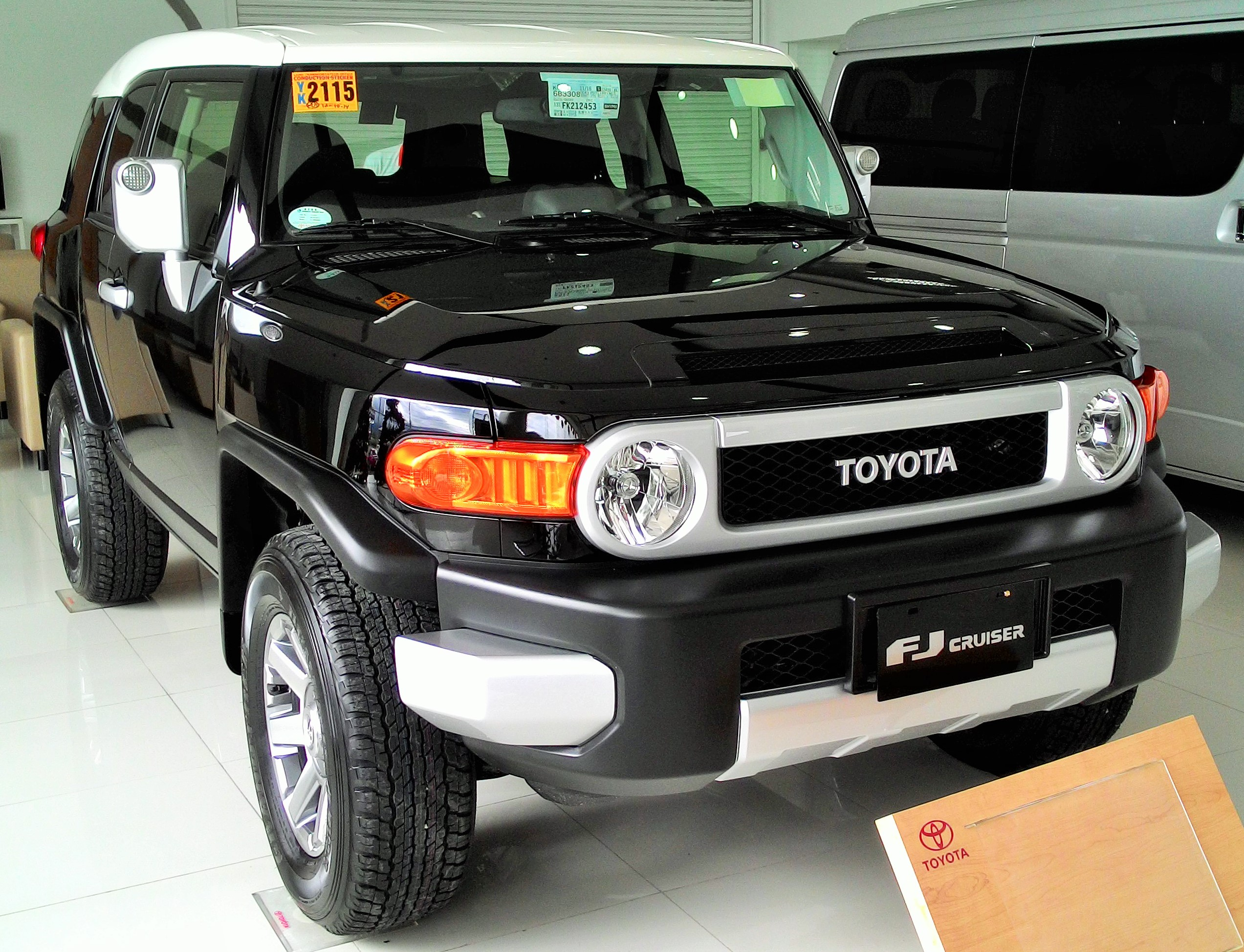 brand new toyota fj cruiser for only 360k all-in down payment